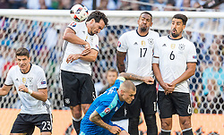 26.06.2016, Stade Pierre Mauroy, Lille, FRA, UEFA Euro 2016, Deutschland vs Slowakei, Achtelfinale, im Bild Mario Gomez (GER), Mats Hummels (GER), Jerome Boateng (GER), Sami Khedira (GER), Martin Skrtel (SVK) // Mario Gomez (GER) Mats Hummels (GER) Jerome Boateng (GER) Sami Khedira (GER) Martin Skrtel (SVK) during round of 16 match between Germany and Slovakia of the UEFA EURO 2016 France at the Stade Pierre Mauroy in Lille, France on 2016/06/26. EXPA Pictures © 2016, PhotoCredit: EXPA/ JFK