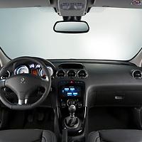 Tomas fotografica en estudio de interior de auto.<br /> Tablero de peugeot 308