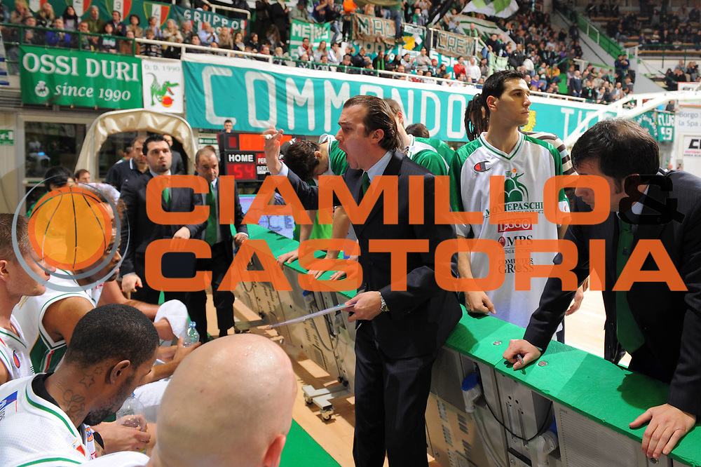 DESCRIZIONE : Siena Lega A 2010-11 Montepaschi Siena Canadian Solar Bologna <br /> GIOCATORE : Simone Pianigiani Coach <br /> SQUADRA : Montepaschi Siena<br /> EVENTO : Campionato Lega A 2010-2011 <br /> GARA : Montepaschi Siena Canadian Solar Bologna<br /> DATA : 02/01/2011<br /> CATEGORIA : Time Out<br /> SPORT : Pallacanestro <br /> AUTORE : Agenzia Ciamillo-Castoria/GiulioCiamillo<br /> Galleria : Lega Basket A 2010-2011 <br /> Fotonotizia : Siena Lega A 2010-11 Montepaschi Siena Canadian Solar Bologna<br /> Predefinita :