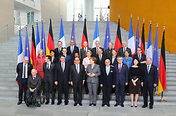 31.03.2015, Bundeskanzleramt, Berlin, GER, SPO, Staatsbesuch, Hollande, im Bild Gruppenbild des 17. Deutsch-Franzoesische Ministerrat mit Bundeskanzlerin Angela Merkel (CDU) und Francois Hollande // POL during the 17th German- French Council of Ministers Bundeskanzleramt in Berlin, Germany on 2015/03/31. EXPA Pictures © 2015, PhotoCredit: EXPA/ Eibner-Pressefoto/ Hundt<br /> <br /> *****ATTENTION - OUT of GER*****