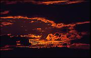 Coucher de soleil dramatique, ciel obscurci par des nuages. Dramatischer Sonnenuntergang. © Romano P. Riedo
