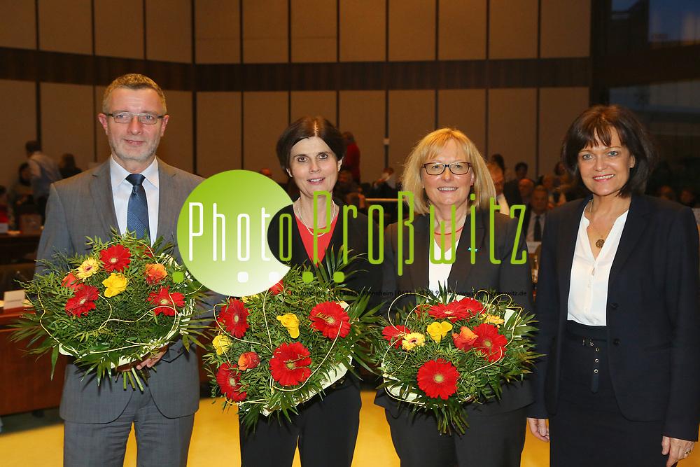 Ludwigshafen. 11.12.17 | <br /> Die Mitglider des Ludwigshafener Stadtrats wählen die neuen Bürgermeister (Dezernenten)<br /> - v.l. Klaus Dillinger (CDU), Cornelia Reifenberg (CDU), Beate Steeg (SPD), Eva Lohse Oberbürgermeisterin CDU bis 01.01.2018<br /> Bild: Markus Prosswitz 11DEC17 / masterpress (Bild ist honorarpflichtig - No Model Release!) <br /> BILD- ID 01383 |