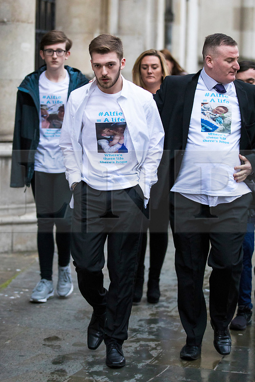 © Licensed to London News Pictures. 20/02/2018. London, UK. TOM EVANS (centre), father of ALFIE EVANS, leaves the High Court after a judge ruled that doctors can turn off the life support machine keeping his 21-month-old son alive. Photo credit: Rob Pinney/LNP