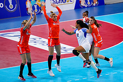03-12-2019 JAP: Netherlands - Cuba, Kumamoto<br /> Third match 24th IHF Women's Handball World Championship, Netherlands win the third match against Cuba with 51- 23. / Danick Snelder #10 of Netherlands, Jessy Kramer #5 of Netherlands, Larissa Nüsser #9 of Netherlands, Lorena Aide Tellez Delgado #18 of Cuba