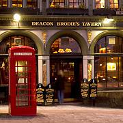 Deacon Brodie's tavern, Edinburgh, Scotland, exterior at night<br />