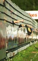 99063009: Tilskuere på kortsiden på Åråsen stadion under kampen Lillestrøm - Molde 27. juni 1999. (Foto: Peter Tubaas)