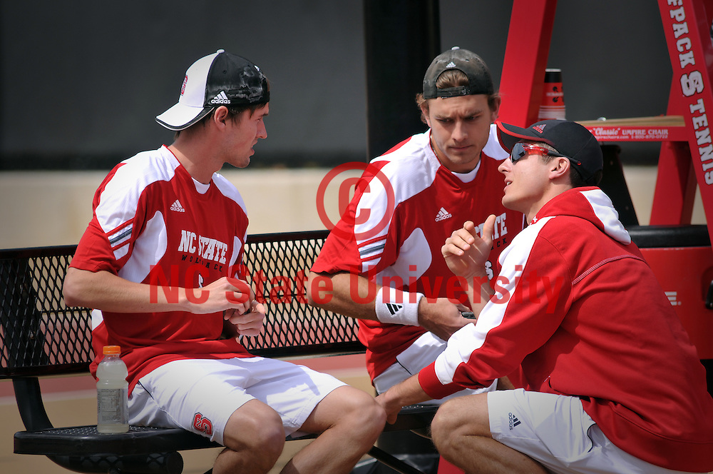 Assistant Coach Maciek Sykut (right) chats with Number One doubles partners Dave Thomson (left) and Sean Weber during a change-over.
