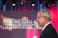 "20.11.2016, Puls4 Wahlarena, Wien, AUT, Puls4 Duell ""Wer wird Präsident"" anlässlich der Präsidentschaftswahl 2016, im Bild Präsidentschaftskandidat Alexander Van der Bellen // Candidate for Presidential Elections Alexander Van der Bellen before television confrontation beetwen top candidates for the austrian presidential elections in Vienna, Austria on 2016/11/20, EXPA Pictures © 2016, PhotoCredit: EXPA/ Michael Gruber"