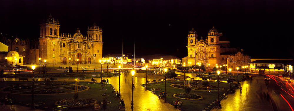 PERU, HIGHLANDS, CUZCO Plaza de Armas and Cathedral