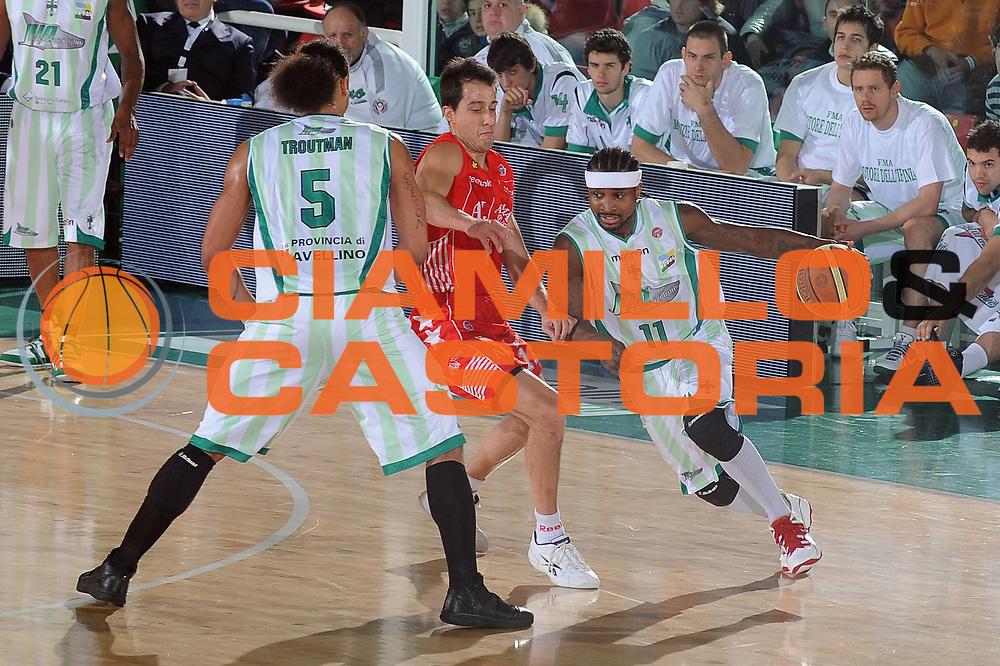 DESCRIZIONE : Avellino Final 8 Coppa Italia 2010 Quarto di Finale Armani Jeans Milano Air Avellino<br /> GIOCATORE : Dee Brown<br /> SQUADRA : Air Avellino<br /> EVENTO : Final 8 Coppa Italia 2010 <br /> GARA : Armani Jeans Milano Air Avellino<br /> DATA : 18/02/2010<br /> CATEGORIA : palleggio<br /> SPORT : Pallacanestro <br /> AUTORE : Agenzia Ciamillo-Castoria/GiulioCiamillo<br /> Galleria : Lega Basket A 2009-2010 <br /> Fotonotizia : Avellino Final 8 Coppa Italia 2010 Quarto di Finale Armani Jeans Milano Air Avellino<br /> Predefinita :