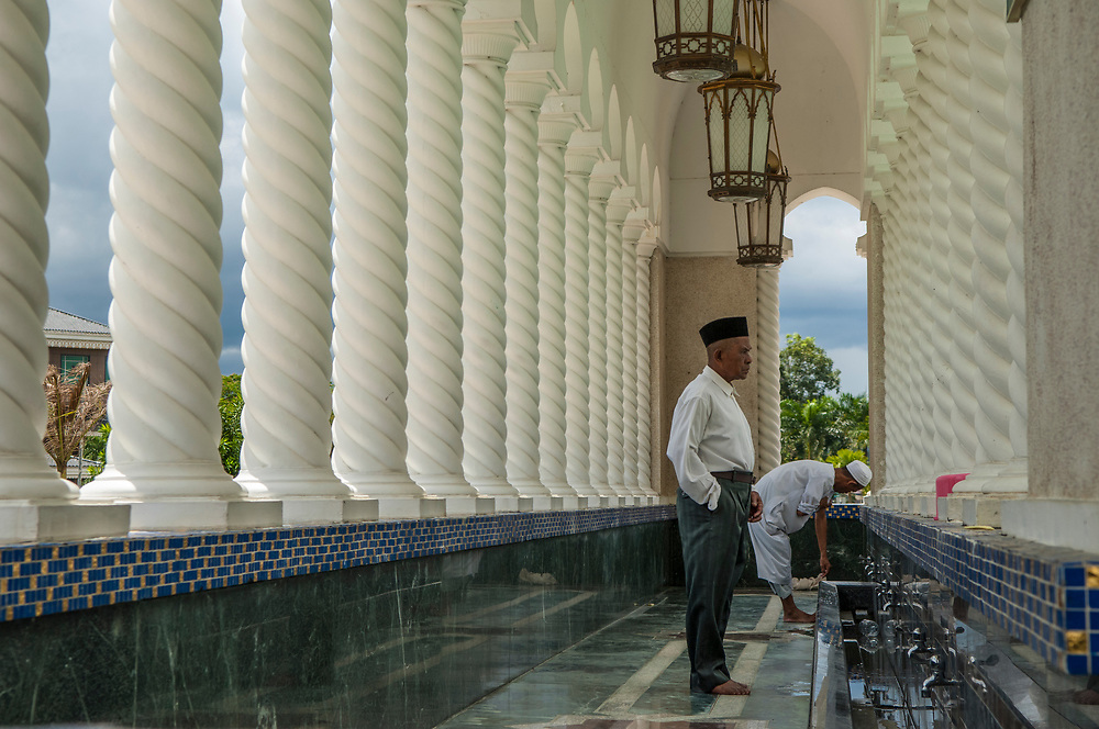 Friday prayers at the Omar Ali Saifuddien Mosque..Bandar Seri Begawan, Brunei.
