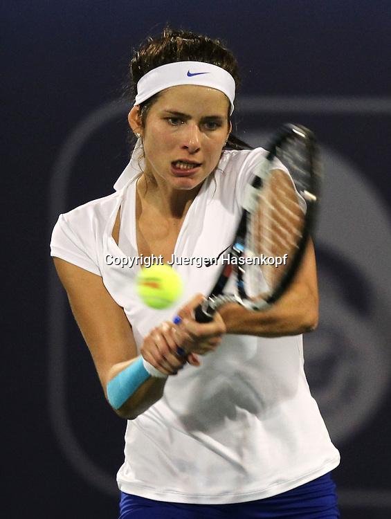 Dubai Tennis Championships 2012,WTA Tennis Turnier,International Series,Dubai Tennis Stadium, U.A.E.,  Julia Goerges (GER), Aktion,.Einzelbild,Halbkoerper,Hochformat,
