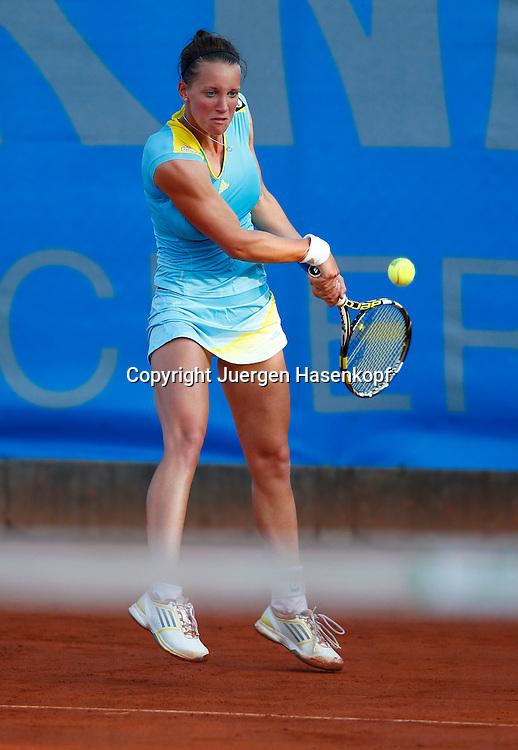 Nuernberger Versicherungscup 2013,WTA Tennis Tournament, Dinah Pfizenmaier (GER),Aktion,<br /> Einzelbild,Ganzkoerper,Hochformat,