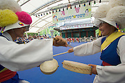 Seoul Nori Madang open-air folcloric theatre. Drummers and dancers from Jindo.