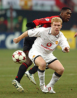 Photo. Daniel Hambury, Digitalsport<br /> AC Milan v Manchester United. 08/03/2005.<br /> UEFA Champions league.<br /> Milan's Clarence Seedorf and United's Paul Scholes