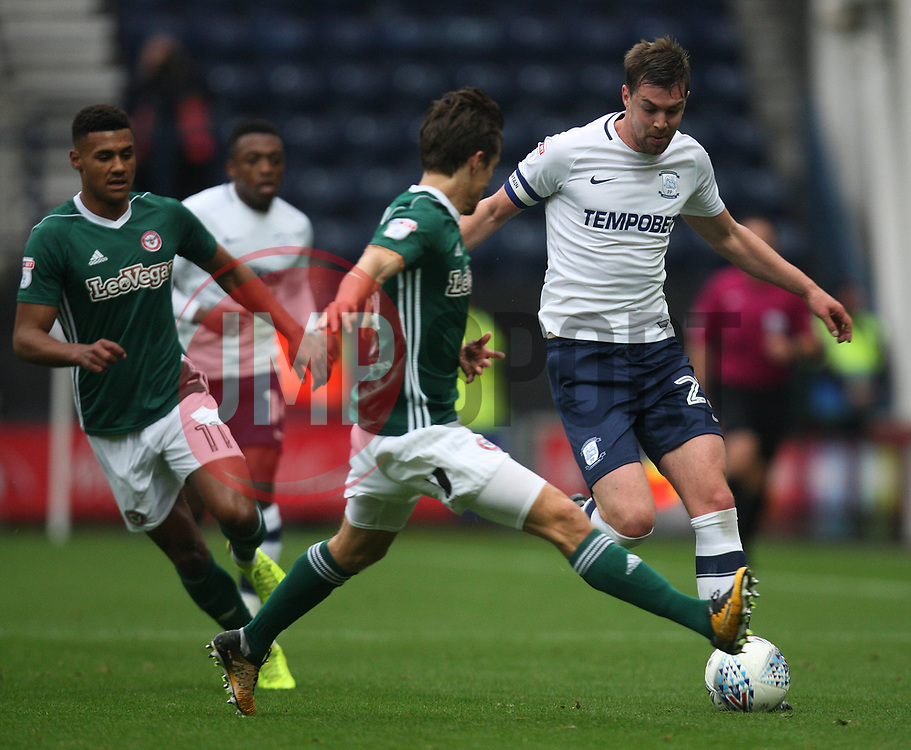 Paul Huntington of Preston North End (R) in action - Mandatory by-line: Jack Phillips/JMP - 28/10/2017 - FOOTBALL - Deepdale - Preston, England - Preston North End v Brentford - Football League Championship