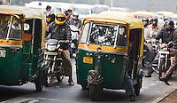 DELHI - riksha's. ANP KOEN SUYK
