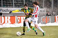 18-12-2010 ADO DEN HAAG - WILLEM II<br /> Christian Kum in duel met Lars Hutten<br /> foto: Geert van Erven