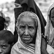 Women and child waiting for a food distribution in Kutupalong refugee camp. Since the end of august 2017, the beginning of the crisis, more than 600,000 Rohingyas have fled Myanmar to  seek refuge in Bangladesh. Cox's Bazar -october 25th 2017.<br /> Des femmes et un enfant attendent une distribution de nourriture dans le camp de Kutupalong. Depuis le d&eacute;but de la crise, fin ao&ucirc;t 2017, plus de 600000 Rohingyas ont fuit la Birmanie pour trouver refuge au Bangladesh. Cox's Bazar le 25 octobre 2017.