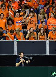 12-09-2014 NED: Davis Cup Nederland - Kroatie, Amsterdam<br /> Oranje support publiek en media pers fotograaf Koen van Weel