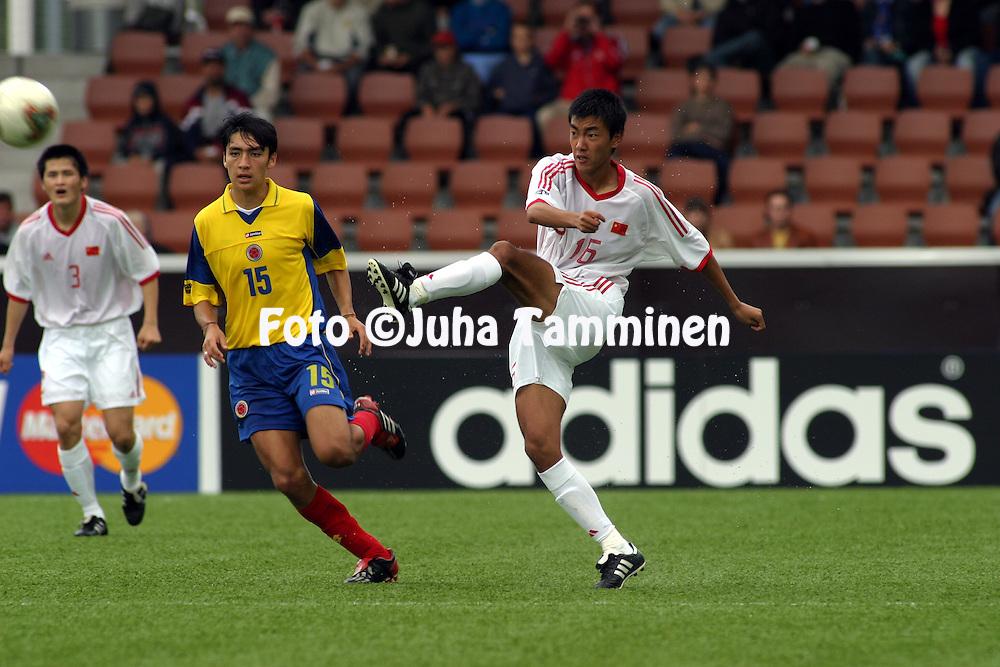 16.08.2003, T??l? Stadium, Helsinki, Finland.FIFA U-17 World Championship - Finland 2003.Match 11: Group A - China v Colombia.Qun Xu (China) v Carlos Hidalgo (Colombia).©Juha Tamminen