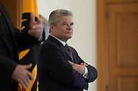 04 JUN 2012, BERLIN/GERMANY:<br /> Joachim Gauck, Bundespraesident, Empfang der Augsburger Domsingknaben als Abschluss einer Konzertreise, Schloss Bellevue<br /> IMAGE: 20120604-01-004