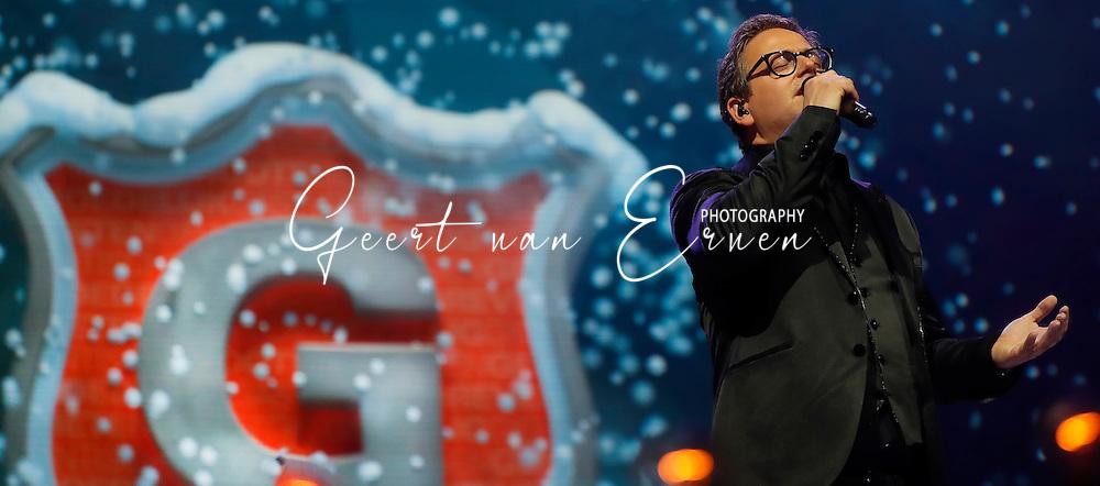 02-12-2016 GROOTS MET EEN ZACHTE G KERSTEDITIE:ZIGGO DOME:AMSTERDAM<br /> <br /> Guus Meeuwis had vanavond zijn eerste editie van Groots met een Zachte G in Wintereditie in de Ziggo Dome in Amsterdam. Hij had team Guus bij zich van The Voice of Holland en zowel Sinterklaas als de Kerstman kwamen in de show op de tribiune. Gastoptredens van Charl Delemarre en Diggy Dex<br /> <br /> <br /> Foto: Geert van Erven
