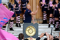 Doigt d'honneur Sergio PARISSE  - 15.06.2015 - Presentation du bouclier de Brennus par les joueurs du Stade Francais a l'Hotel de Ville - Paris <br /> Photo : Nolwenn Le Gouic / Icon Sport