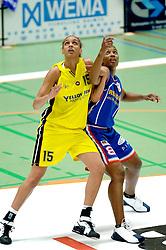 20-05-2006 BASKETBAL: FINALE PLAYOFF BINNENLAND - YELLOW BIKE: BARENDRECHT<br /> Yellow Bike verslaat Binnenland in eigenhuis en neemt nu een 3-1 voorsprong in de serie best of seven / Triola Jackson en Naomi Halman<br /> ©2006-WWW.FOTOHOOGENDOORN.NL