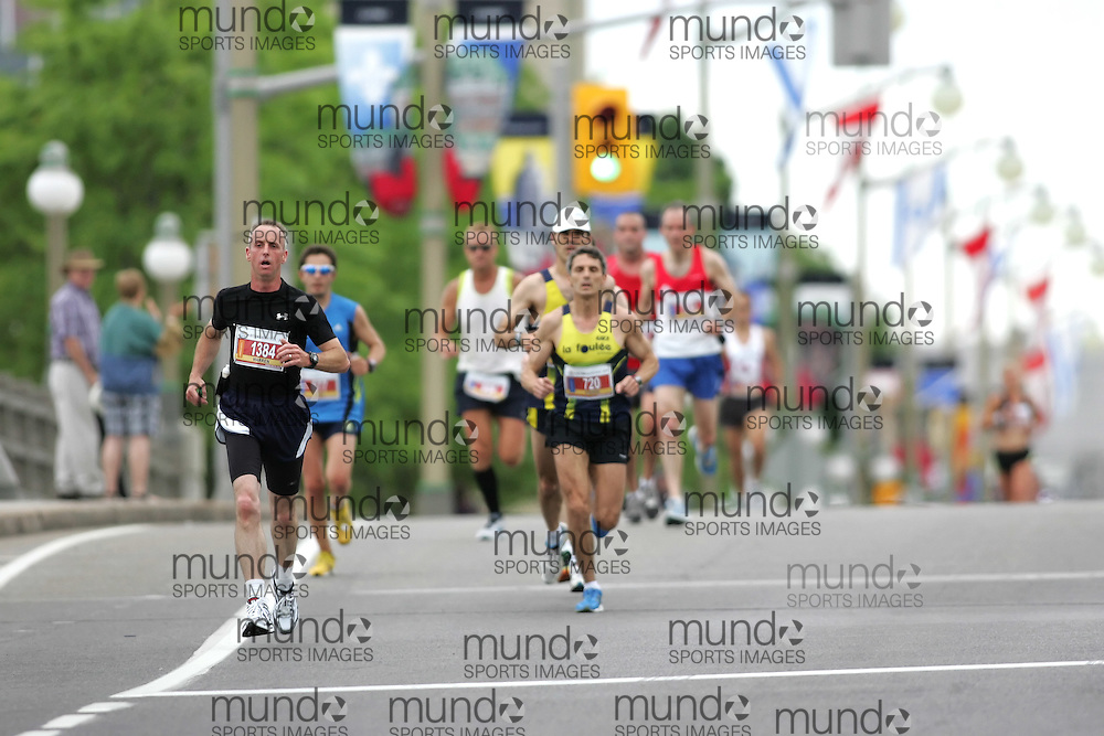 (Ottawa, ON --- May 30, 2010)   WARREN ALTMAN running in the marathon during the Ottawa Race Weekend. Photograph copyright Sean Burges / Mundo Sport Images