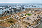 Nederland, Noord-Holland, Amsterdam, 16-01-2014; <br /> Zeeburg met Zuiderzeeweg over het Zeeburgereiland. Foto richting Amsterdam-Oost en voormalig Oostelijk havengebied. De eerste huizen van deze nieuwe wijk zijn gebouwd, onder andere op zelfbouwkavels.<br /> Articial Island, East Amsterdam. Former Sewage treatment plant, military use. To be developed for housing.<br /> luchtfoto (toeslag op standard tarieven);<br /> aerial photo (additional fee required);<br /> copyright foto/photo Siebe Swart