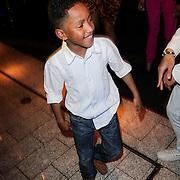 NLD/Rotterdam/20120516 - Verjaardag en boekpresentatie Magali Gorre, kinderen Magali en Dean Gorre dansend