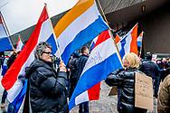 ROTTERDAM - PVV-aanhangers tijdens een demonstratie tegen het beleid van kabinet Rutte III, islamisering en discriminatie van Nederlanders. Aanhangers worden bijgestaan door de Vlaams-nationalistische partij Vlaams Belang. ANP ROBIN UTRECHT