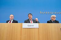 """15 MAY 2012, BERLIN/GERMANY:<br /> Peer Steinbrueck (L), SPD, Bundesminister a.D., Sigmar Gabriel (M), SPD Parteivorsitzender, Frank-Walter Steinmeier (R), SPD Fraktionsvorsitzender, Pressekonferenz zum Thema """" Der Weg aus der Krise – Wachstum und Beschäftigung in Europa"""", Bundespressekonferenz<br /> IMAGE: 20120515-01-047<br /> KEYWORDS: Peer Steinbrück, faust"""