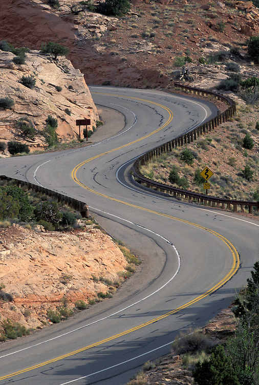 USA, Utah, Canyonlands National Park, Winding stretch of desert highway along canyon rim
