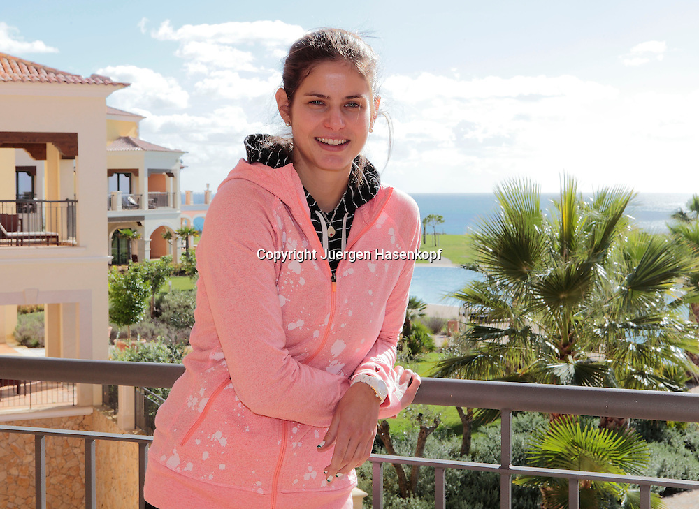 Tennis Profi Julia Goerges (GER)  im Cascade Wellness &amp; Lifestyle Resort in Lagos,Algarve,Portugal,<br /> Halbkoerper,Querformat,Portrait,privat,