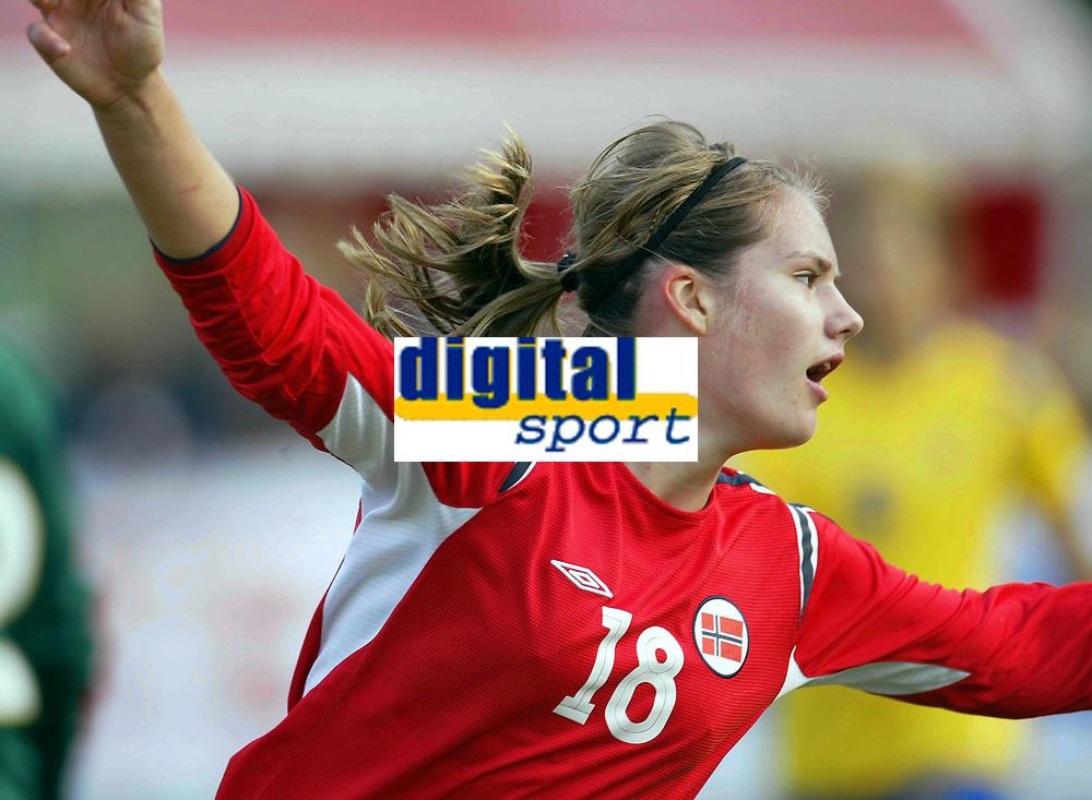 Fotball<br /> Landskamp J15/16 &aring;r<br /> Tidenes f&oslash;rste landskamp for dette alderstrinnet<br /> Sverige v Norge 1-3<br /> Steungsund<br /> 11.10.2006<br /> Foto: Anders Hoven, Digitalsport<br /> <br /> Heidel M Johannessen - Egersunds / Norge<br /> Jubel for 2-0