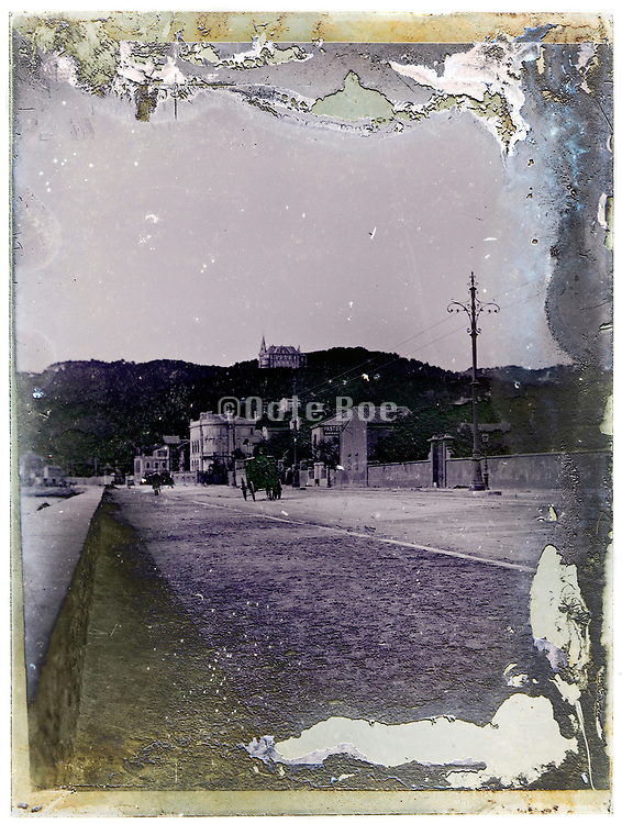 street view deteriorating glass plate France