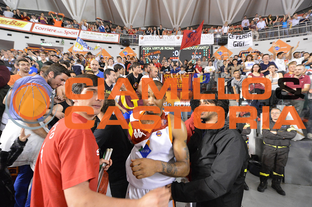 DESCRIZIONE : Roma Lega A 2012-2013 Acea Roma Lenovo Cant&ugrave; playoff semifinale gara 2<br /> GIOCATORE : Tifosi Phil Goss<br /> CATEGORIA : esultanza<br /> SQUADRA : Acea Roma<br /> EVENTO : Campionato Lega A 2012-2013 playoff semifinale gara 2<br /> GARA : Acea Roma Lenovo Cant&ugrave;<br /> DATA : 27/05/2013<br /> SPORT : Pallacanestro <br /> AUTORE : Agenzia Ciamillo-Castoria/GiulioCiamillo<br /> Galleria : Lega Basket A 2012-2013  <br /> Fotonotizia : Roma Lega A 2012-2013 Acea Roma Lenovo Cant&ugrave; playoff semifinale gara 2<br /> Predefinita :