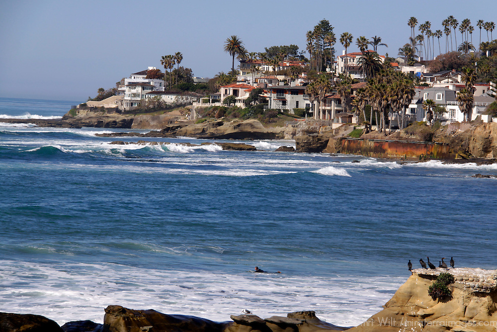 USA, California, San Diego. La Jolla oceanfront properties and coast.