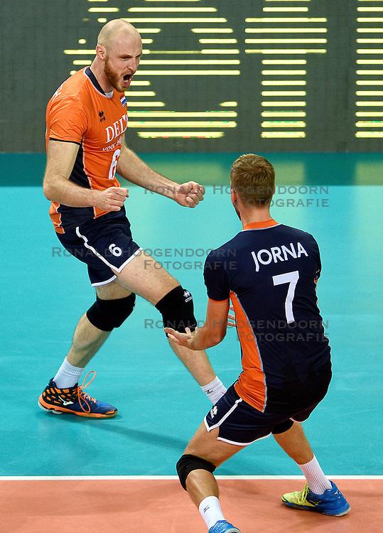 09-10-2015 BUL: Volleyball European Championship Tsjechie - Nederland, Sofia<br /> Nederland wint de belangrijke openingswedstrijd tegen Tsjechie met 3-1 / Vreugde bij Jasper Diefenbach #6, Gijs Jorna #7