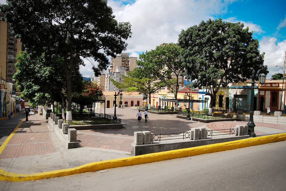 LA PLAZA DE LA PASTORA<br /> Caracas - Venezuela 2008<br /> Photography by Aaron Sosa<br /> <br /> La Plaza La Pastora también conocida como Plaza José Félix Ribas es un espacio público de Caracas, Venezuela ubicado en el casco central de esa ciudad en la Parroquia La Pastora del Municipio Libertador..Se presume que la plaza se levantó en 1769, aunque aparece formalmente en documentos en 1804, siendo una de las plazas más antiguas de la ciudad de Caracas. El 3 de junio de 1911 se inauguró en la parte sur de la plaza un busto de José Félix Ribas.