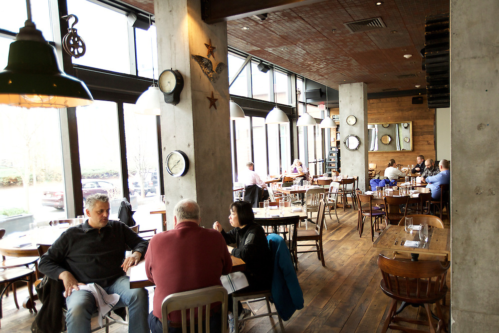 Jersey City, NJ - January 14, 2016: The dining room during lunch at Greene Hook. CREDIT: Clay Williams for Edible Jersey.<br /> <br /> <br /> &copy; Clay Williams / claywilliamsphoto.com