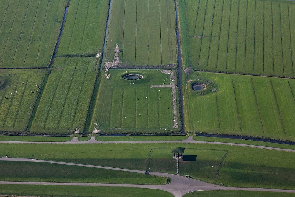 Nederland, Friesland, Gemeente Ferweradeel, 08-09-2009; omgeving Marrum, Waddendijk, Tempel van Ids Willemsma, kunstwerk ter gelegenheid van het op deltahoogte brengen van de Friese zeedijken.  In het buitendijkse land van Noorderleeg schapen en twee dobbes (dobbe: gegraven poel met drinkwater voor het vee)..Marrum, Waddendijk, Temple of Ids Willemsma, artwork on the occasion of .the final satge of heightening the Frisian sea walls. In the the land outside the dikes sheep and two dobbes (dobbe: dug pond with water for cattle).luchtfoto (toeslag); aerial photo (additional fee required); .foto Siebe Swart / photo Siebe Swart