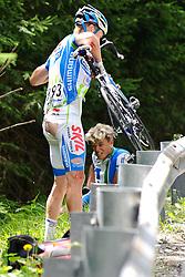 05.07.2011, AUT, 63. OESTERREICH RUNDFAHRT, 3. ETAPPE, KITZBUEHEL-PRAEGRATEN, im Bild der von der Abfahrt von der Pustertaler Hoehenstraße  gestuerzte Daniel Schorn, (AUT, Team Netapp), davor Mitchell Docker, (AUS, Skil Shimano) // during the 63rd Tour of Austria, Stage 3, 2011/07/05, EXPA Pictures © 2011, PhotoCredit: EXPA/ S. Zangrando
