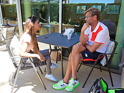 PALO ALTO, USA - Saturday, July 30, 2016: Liverpool manager Jürgen Klopp speaks to Melissa Reddy from Goal.com at the Four Seasons Hotel on day ten of the club's USA Pre-season Tour. (Pic by David Rawcliffe/Propaganda)