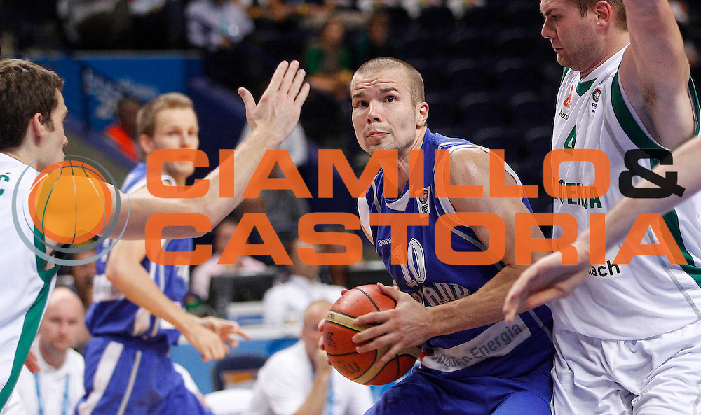 DESCRIZIONE : Vilnius Lithuania Lituania Eurobasket Men 2011 Second Round Slovenia Finlandia Slovenia Finland<br /> GIOCATORE : Tuukka Kotti<br /> CATEGORIA : palleggio penetrazione<br /> SQUADRA : Finlandia Finland<br /> EVENTO : Eurobasket Men 2011<br /> GARA : Slovenia Finlandia Slovenia Finland<br /> DATA : 12/09/2011<br /> SPORT : Pallacanestro <br /> AUTORE : Agenzia Ciamillo-Castoria/L.Kulbis<br /> Galleria : Eurobasket Men 2011<br /> Fotonotizia : Vilnius Lithuania Lituania Eurobasket Men 2011 Second Round Slovenia Finlandia Slovenia Finland<br /> Predefinita :