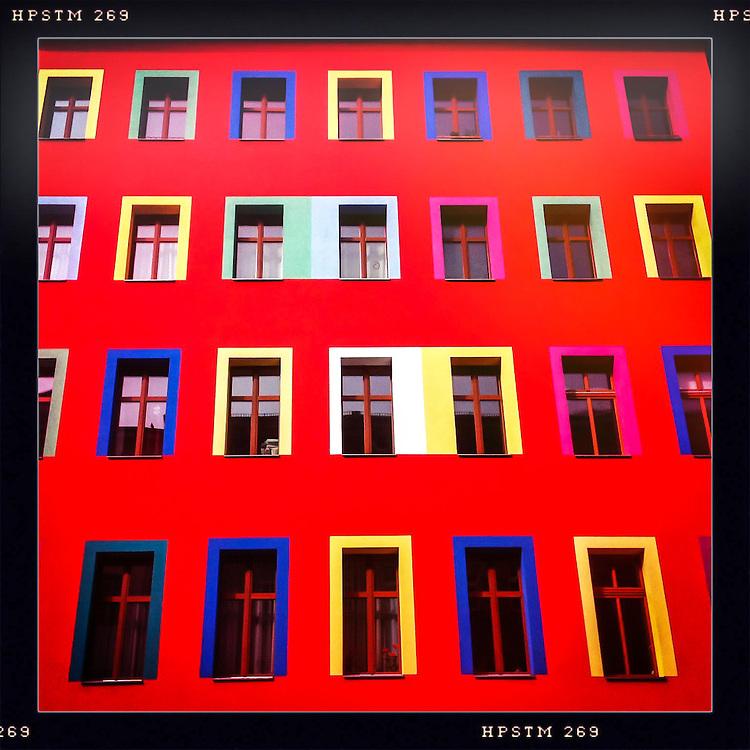 Germany - BERLIN - iPhone Hipstamatic DIARY; HERE: Berlin-Kreuzberg; coloured house ... ; 27.03.2012; © Christian Jungeblodt