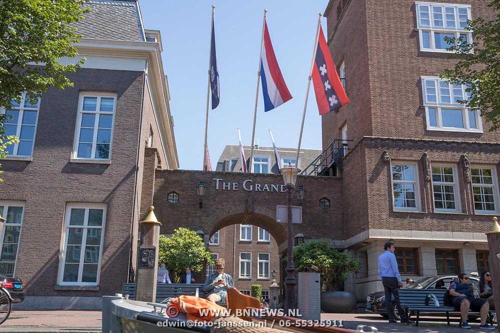 NLD/Amsterdam/20180628 - Rondvaart Amsterdam, hotel The Grand ingang