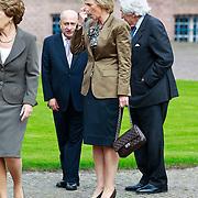 NLD/Apeldoorn/20110913 - Prinses Margriet ontvangt erebestuur Internationaal Paralympisch Comite, Prinses Margriet en Prinses Astrid van Belgie